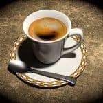 La descafeinación con agua: un proceso natural que mantiene las propiedades del café. El método de NESCAFÉ