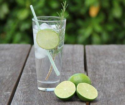 jugo-de-limon-en-ayunas-beneficios