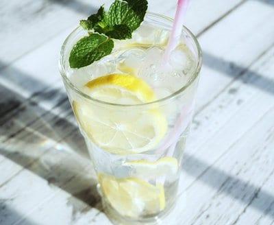 zumo-de-limon-en-ayunas-beneficios